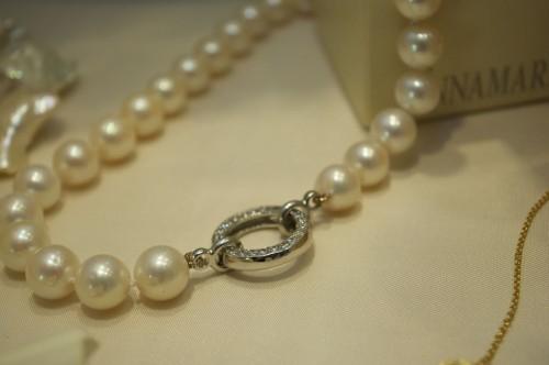 aggiustare una collana di perle