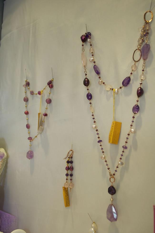 La creazione di gioielli su misura, anche collane, è uno dei tanti ...