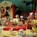 Orologi gioielli e altre idee regalo nella vetrina natalizia di Mastro Orologiaio